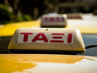 Στο μισό το ελάχιστο τίμημα μίσθωσης στα ταξί