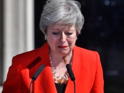 Βρετανία: Η Τερέζα Μέι τερματίζει μία βασανιστική θητεία