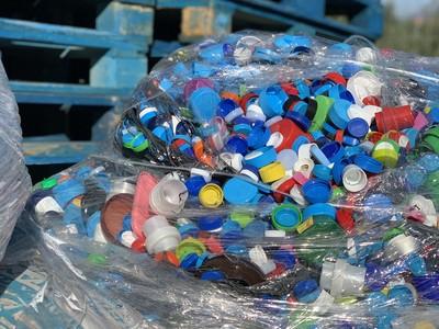 Τόνους από πλαστικά καπάκια συγκέντρωσαν...