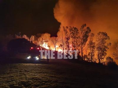 ΠΑΤΡΑ - Μεγάλη φωτιά στα Συχαινά: Ολονύχ...