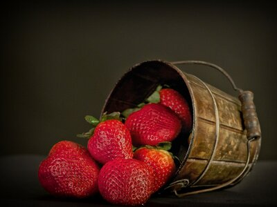 Εύκολο γλυκό ψυγείου με φράουλες