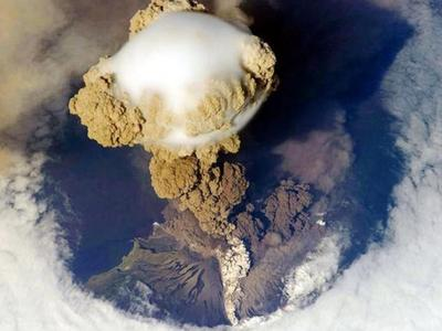 Εκρήξεις ηφαιστείων από ψηλά! ΔΕΙΤΕ φαντ...