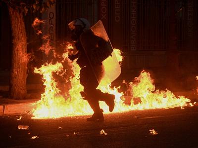Αθήνα: Μολότοφ και δακρυγόνα στην πορεία για τον Τζορτζ Φλόιντ- ΦΩΤΟ και ΒΙΝΤΕΟ