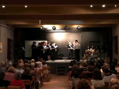 """Εντυπωσιακό το """"ντεμπούτο"""" της νεοσύστατης Χορωδίας Παραδοσιακού Τραγουδιού της Αιγείρας"""