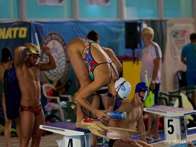 Finswimming: Μια πισίνα αληθινό κόσμημα