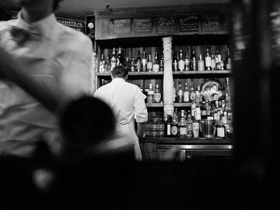 Γεύσεις και ο καλύτερος νεαρός bartender...