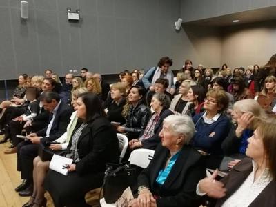 """Πάτρα: Εγκαινιάστηκε η έκθεση """"Ο φεμινισμός στα χρόνια της μεταπολίτευσης""""- Παρουσία της Σίας Αναγνωστοπούλου"""