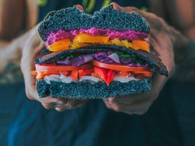 Γιατί η τάση dirty vegan είναι τόσο δημοφιλής;