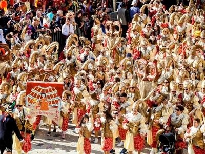 Αυτά είναι τα καλύτερά μας από την Μεγάλη Παρέλαση του Πατρινού Καρναβαλιού! ΔΕΙΤΕ 600+ ΦΩΤΟ