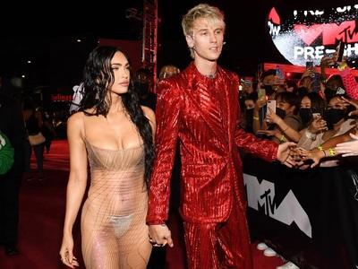 Ποια MTV Awards; Η γύμνια της Μέγκαν Φοξ...