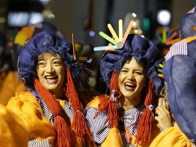 Τι είδαμε στη νυχτερινή ποδαράτη παρέλαση του Πατρινού Καρναβαλιού μέσα από το φακό του thebest.gr
