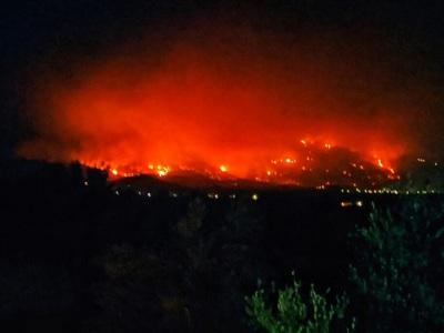 Φωτιά-Μεσσηνία: Ανεξέλεγκτο προς το βουν...
