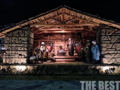 Έτοιμο το χριστουγεννιάτικο χωριό στην πλατεία Γεωργίου – ΦΩΤΟ