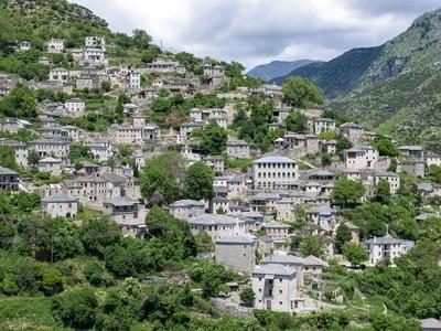 Συρράκο: Το ελληνικό αρχοντοχώρι με τις κάπες του Ναπολέοντα στο οποίο δεν μπαίνει αυτοκίνητο