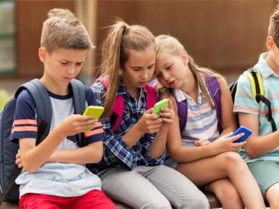 Social Media: Πώς επηρεάζουν τη ζωή των εφήβων