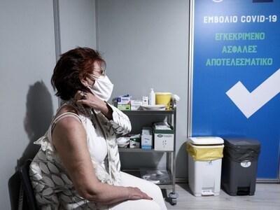 Σάλος σε εμβολιαστικό κέντρο: Η γιατρός ...