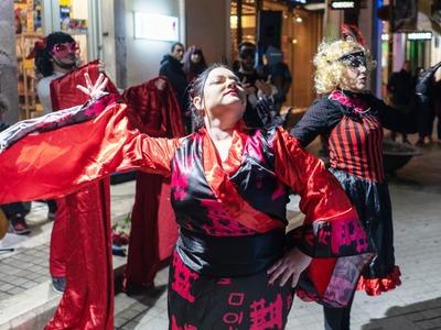Η ιστορία του Πατρινού Καρναβαλιού στο δρόμο με θέατρο, μουσική και μνήμες -ΦΩΤΟ