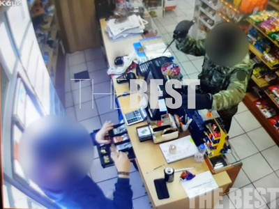 ΒΙΝΤΕΟ ΝΤΟΚΟΥΜΕΝΤΟ από την ένοπλη ληστεία με τεράστιο μαχαίρι, σε μίνι μάρκετ της Πάτρας