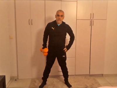 Ο Μάκης Παρασκευόπουλος μας γυμνάζει στο...