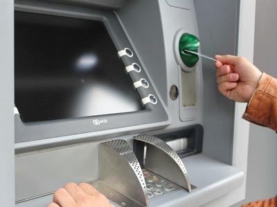 Τράπεζες: Χρεώνουν ως και την εκτύπωση της κίνησης λογαριασμού! ΒΙΝΤΕΟ