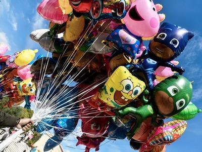 Αίγιο: Κατάσχεσαν μπαλόνια και «μοίρασαν» πρόστιμα στην αγορά