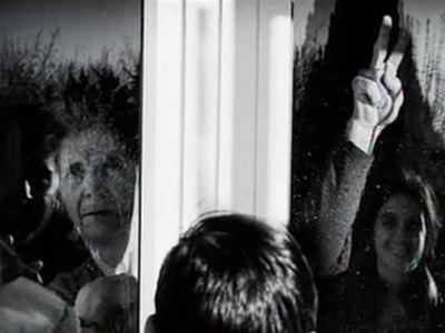 Η φωτογραφία που συγκλονίζει - Μια οικογένεια στη Δαμασκηνιά υπό καραντίνα