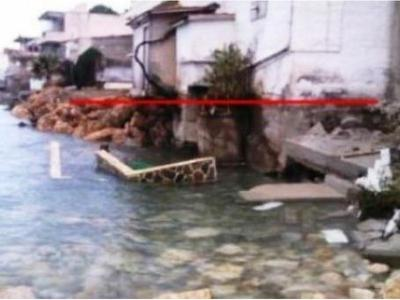 Απίστευτη καταστροφή στο Δερβένι Κορινθίας - Η θάλασσα... ρούφηξε, στην κυριολεξία, την κεντρική του παραλία