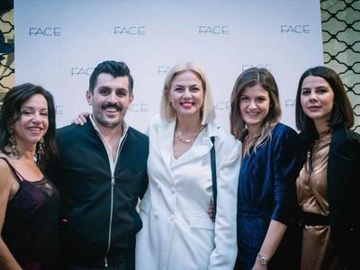 Φλας στα εγκαίνια του καινούριου «Face», παρούσα και η γοητευτική σχεδιάστρια Χριστίνα Κοντοβά