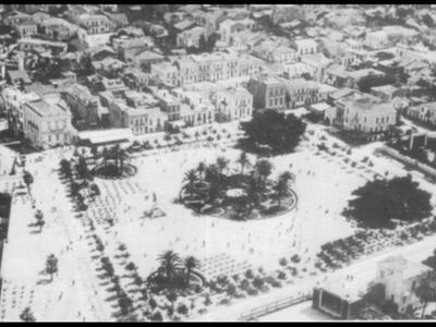 Πλατεία Υψηλών Αλωνίων. Διακρίνεται το θερινό σινεμά Ζενίθ καθώς και η ταράτσα και η οθόνη της Ούφα