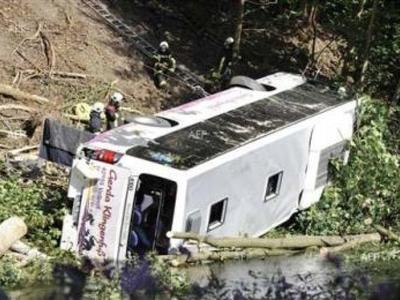 Ιταλία: Λεωφορείο έπεσε σε γκρεμό, στο Κ...