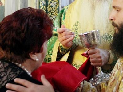 Ορθόδοξη Εκκλησία της Ρουμανίας: Οι πιστοί να φέρνουν το δικό τους κουτάλι για να κοινωνήσουν