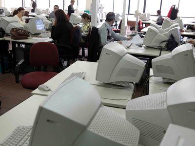 Νέες μειώσεις στους μισθούς των δημοσίων υπαλλήλων