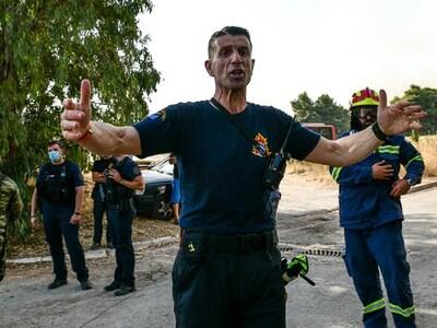 Φωτιά-Αττική: Αξιωματικοί σε πολίτες και...