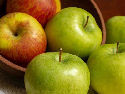 Τόσα χρόνια τρώμε τα μήλα με λάθος τρόπο!