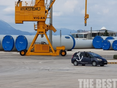 Τι γίνεται με τις ανεμογεννήτριες που βρίσκονται -κομματιασμένες- στο λιμάνι της Πάτρας;