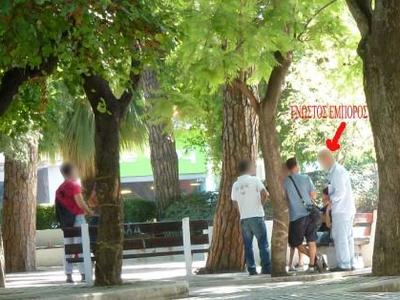 Πάτρα: Ιδού το αλισβερίσι ναρκωτικών στην πλατεία Όλγας - Αποκαλυπτικές φωτογραφίες