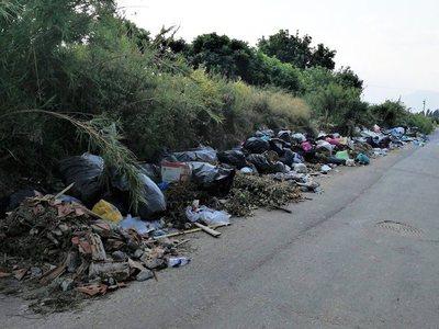Αιγιάλεια: Σηκώνονται 10.000 τόνοι απορριμμάτων