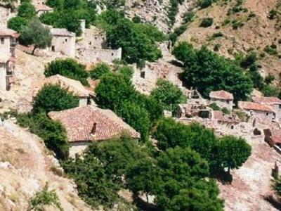 Το Αχαϊκό χωριό φάντασμα στη Χαράδρα που...