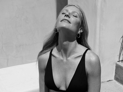 H Γκουίνεθ Πάλτροου «μοντέλο» της δικής της minimal chic σειράς swimwear