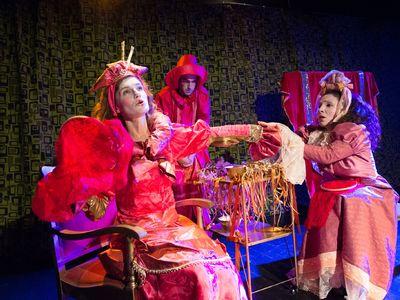 """Στο act παίζεται κάθε σαββατοκύριακο για τα παιδιά η παράσταση """"Τα καινούρια ρούχα του βασιλιά"""""""