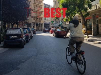 Ποδηλατάδα στην Πάτρα με μια γάτα στον ώ...