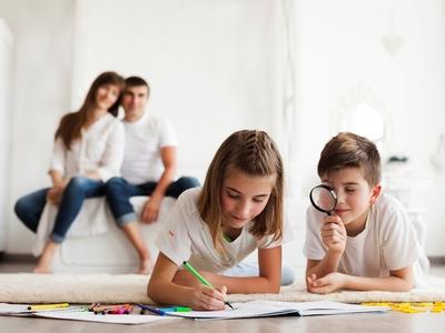 Πιο ουσιαστικοί οι δεσμοί γονιών - παιδιών όταν διαβάζουν ένα έντυπο βιβλίο, παρά ηλεκτρονικό