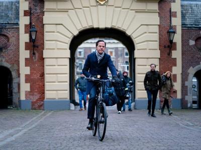 Ολλανδία: Παραιτήθηκε η κυβέρνηση λόγω σ...