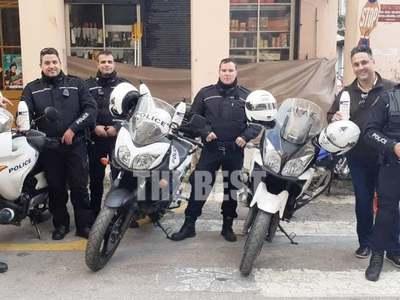 Με αντισηπτικά και γάντια οι αστυνομικοί...