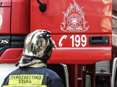 Στις φλόγες σταθμευμένο όχημα στην Ακτή Δυμαίων
