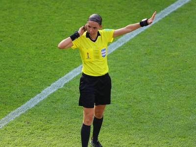 Πρώτη γυναίκα διαιτητής στο Champions Le...