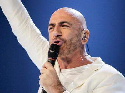 Ο 54χρονος Σερχάτ έκανε την έκπληξη με το «Say Na Na Na» & προκρίθηκε στον τελικό