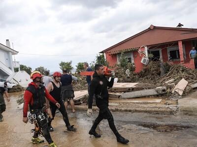 Νέες φωτογραφίες από τις φονικές πλημμύρ...