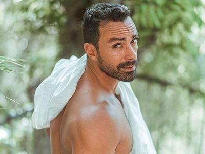 Ο Σάκης Τανιμανίδης είναι στο Κατάκολο και κάνει πρωινή γυμναστική στο λιμάνι