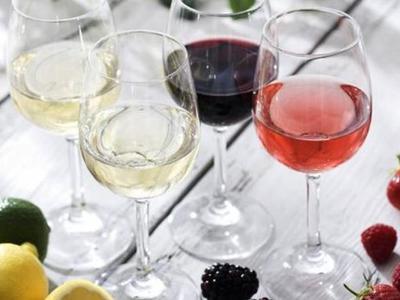 Έξι και μία προτάσεις κρασιών για το καλοκαίρι